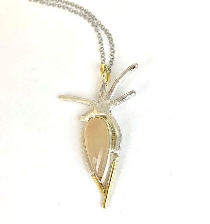 drop_flower_necklace